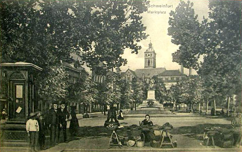 """Der Marktplatz 1907 mit dem """"Lügenbeutel"""" (Wetterstation)"""