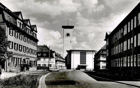 In der St.-Kilian-Straße - Blick auf die neue Kilianskirche