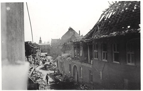 Das zerbombte Lebküchnerhaus in der Neutorstraße, fotografiert von Haus Nr. 2 - nach dem Nachtangriff vom 13. April 1944