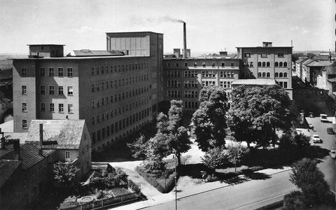 SKF in der Schrammstraße (im Vordergrund Schillerplatz) in den 1950ern