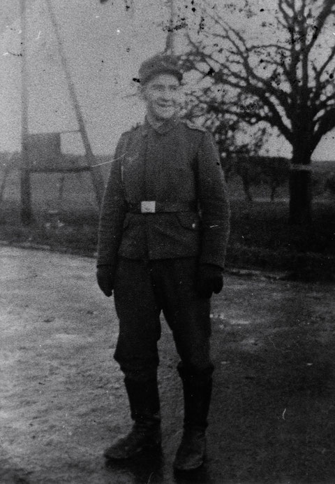 Unteroffizier Diwald disziplinar. Vorgesetzter FuMG - 4.schwere Flakabteilung 639