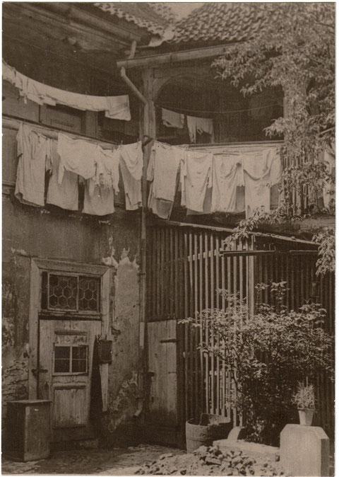 Kleiner Innenhof um 1920