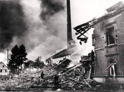 Bürogebäude-Verwaltung-Bau-26-24-schultesstraße-52-links-Wohnhaus-mit-Wagenhalle-in-der-Mitte-Maschinenhaus-14-10-1943