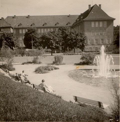 Am Schuttberg mit kaufm. Berufschule 1960er - Danke an Frau Miller