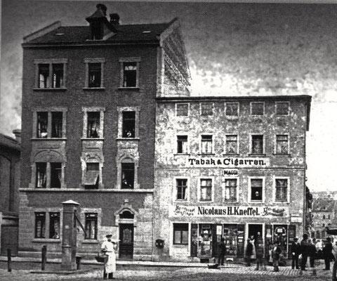 Tabakhaus Kneffel am Jägersbrunnen - hier auch der alte Jägersbrunnen links unten im Bild