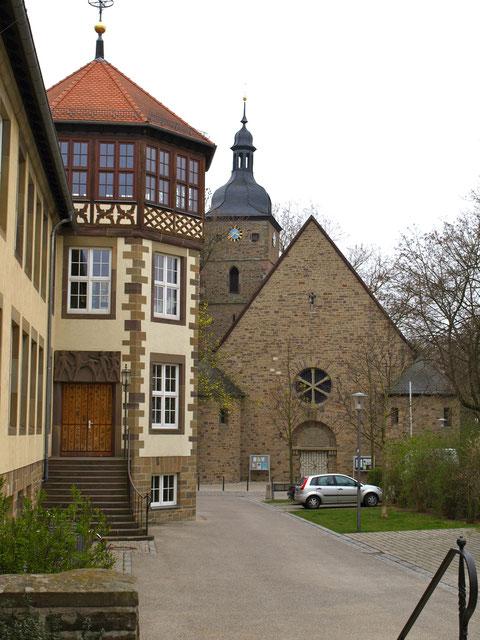 Schule mit Kreuzkirche