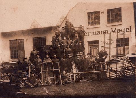 Hadergasse 19 im Jahr 1906. Hier war der erste Standort der bekannten Fa. Vogel, Kunstschlosser. Die Firma hatte hier von 1868 bis 1909 ihren Sitz.