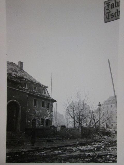 Das zerbombte Gemeindehaus nach einem Bombenangriff der Alliierten - Danke an Bertram Schulz, Stadtarchiv Gerolzhofen