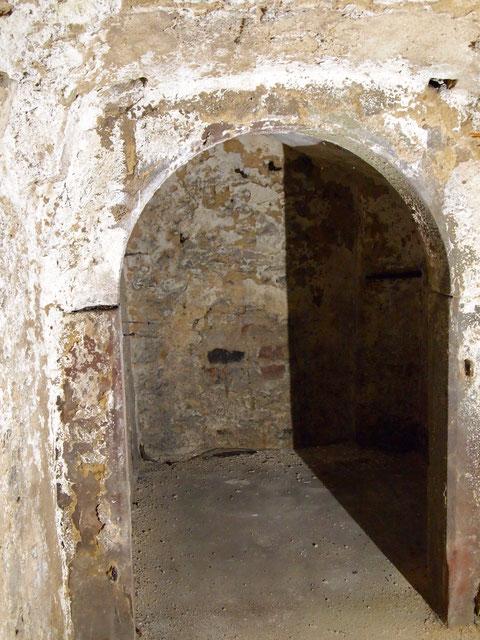 Blick vom unteren Treppenabschnitt in die 2 kleinen Gewölbe