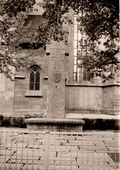 Denkmal an der St. Johannis-Kirche