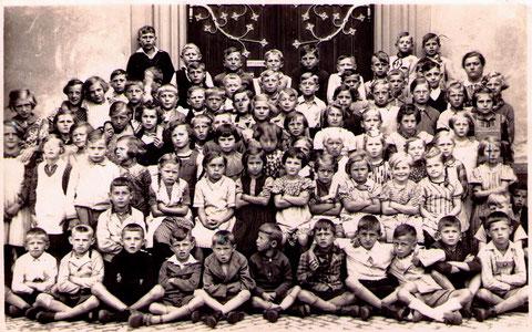 Kommunionjahrgang 1925 - bitte durch Anklicken vergrößern!
