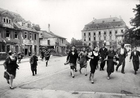 1944 - Schillerplatz - Fliegeralarm