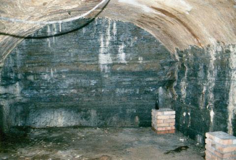 Gewachsener Tonstein (senkrechte Wände) - Decke gemauert