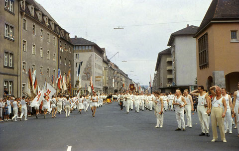 23. Juli 1961 - Turnfest in Schweinfurt - Umzug in der Luitpoldstraße