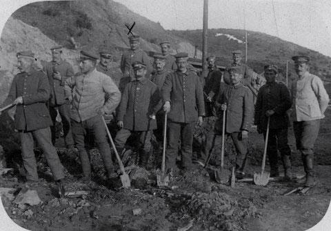 Schweinfurter Bat. in Russland 1917 in Rückzugsstellung der Bataillon Schlucht - Aufräumungsarbeiten