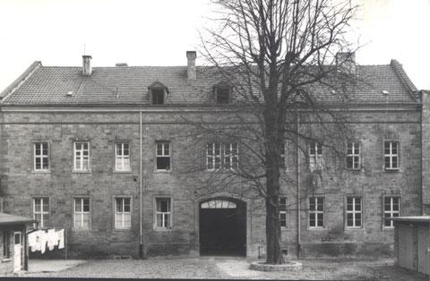 Rückseite mit Hof zur Synagoge
