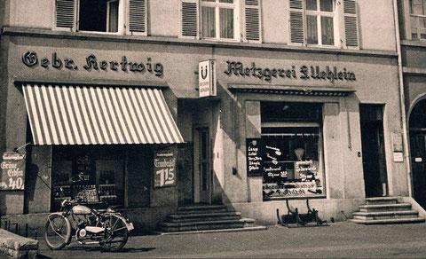 Friedrich-Steinstr. 16 (damals Steinstraße) - Lebensmittelladen Gebr. Hartwig OHG und Metzgerei Fritz Uehlein - ca. 1950