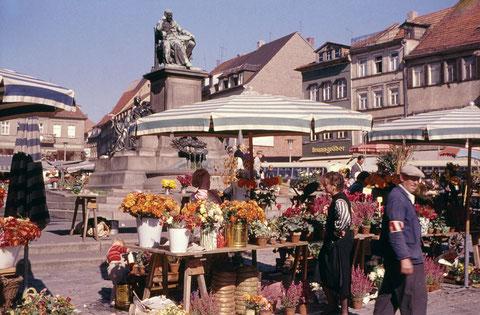 September 1960 - Wochenmarkt am Rückertdenkmal