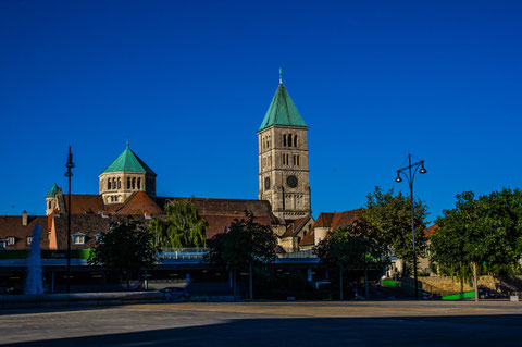 Heilig-Geist-Kirche vom Schillerplatz aus gesehen