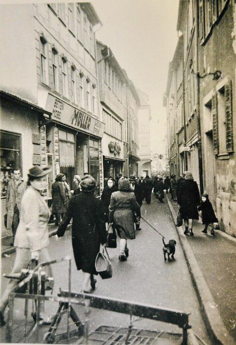 links Inneneinrichtungsgeschäft C.H. Müller Keßlergasse 26