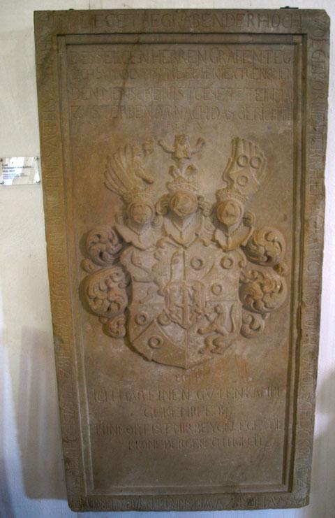Die Grabplatte des Graf Christoph Carol Schlick, heute in der St. Johanniskirche Schweinfurt
