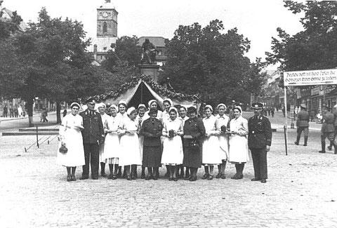 Sammlung Winterhilfswerk 1941 in SW, Marktplatz