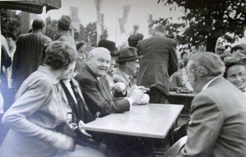 SKF-Wiesenfest 1953; Bundesminister f. Wirtschaft Ludwig Erhard zu Gast....