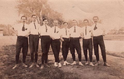1. und 2. Faustballmannschaften, Faustballclub 12.Juli 1911 auf dem Bleichrasen in Schweinfurt (weiteres siehe Rückseite unten)