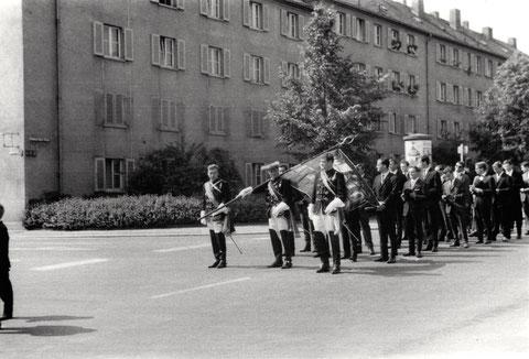Freidrich-Ebert-Straße - Umzug (Fronleichnamsprozession um 1960)
