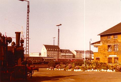Platz zwischen Lokschuppen und Verwaltungsgebäude