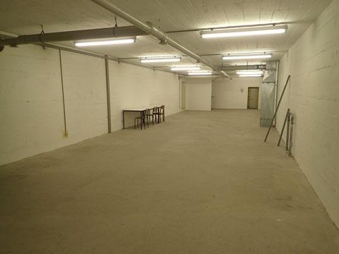 """Es gibt in diesem Bunker nur große Flächen und keine kleinen Räume - auch hier wird deutlich, dass es sich um eine schnelle """"unfertige"""" Baumaßnahme handelt - im Kellergeschoss ist eine größere Fläche, in den übrigen Etagen sind es zwei verbundene Flächen"""