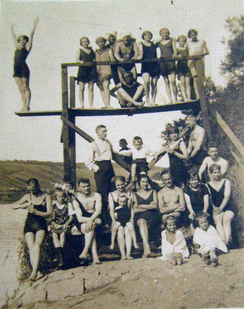 Schwimmclub - Freibad am Main - im Hintergrund Ludwigsbrunnen und Mainleite Schweinfurt