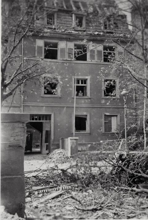 Beschädigtes Haus im Bereich Neutor-/Schopperstraße nach einem Bombenangriff im Zweiten Weltkrieg