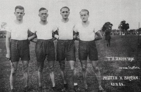 Bayer. Meister 1922 (23.7.1922) - Bayr. Meister in  4x100m Staffel v.l. Löhr, Heubach, Köblitz, Anding W.