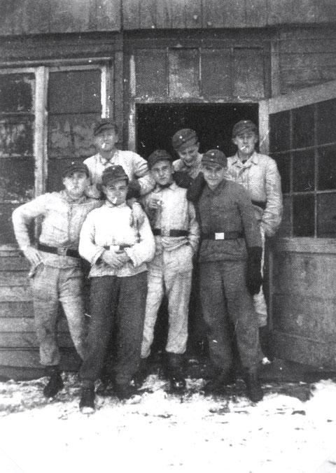 Baracke in der Batterie Deutschhof - vorn rechts Heribert von Kannen