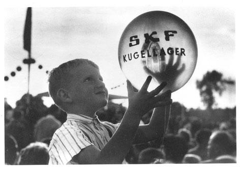 Wiesenfest auf den SKF Erholungsanlagen am Sennfelder See 1962. Bild © SKF Group