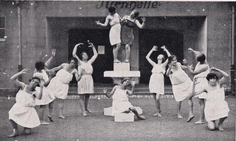 Brunnengruppe der Turnerinnen 1925