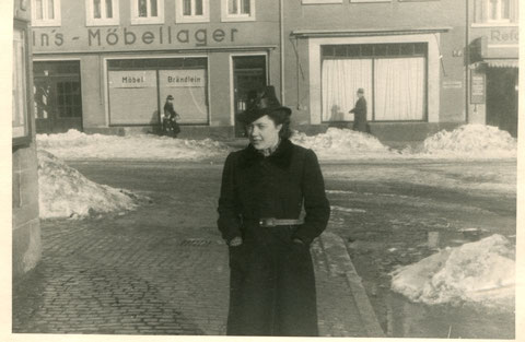 Blick in die Obere Straße mit Möbel-Brändlein (Obere Straße 9) 1930er - Danke an Marg. Kispert