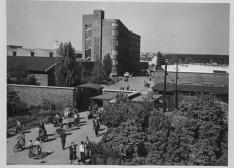Ausgang zur Kreuzstraße 1963
