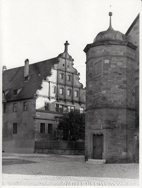 Seitlicher Kirchenturm mit Altem Gymnasium