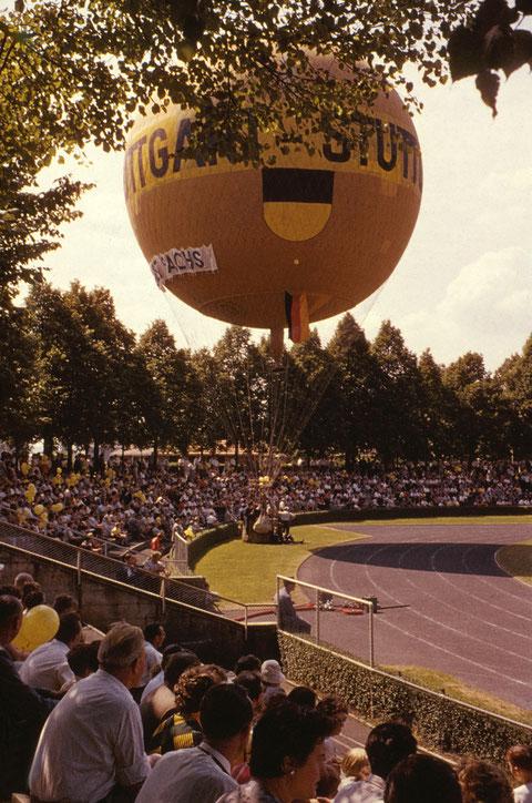 7. Juni 1959 Ballon Stuttgart im Willy Sachs Stadion