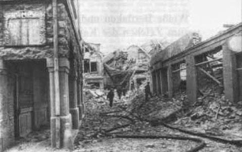 Kesslergasse vom Markt aus gesehen nach Bombenangriff 1944