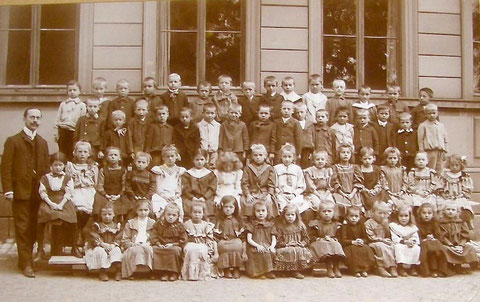 Schweinfurter Schulklasse 1d - 19. April 1907 - Schule?