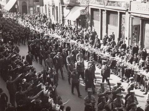 Aufmarsch 1938 in der Spitalstraße