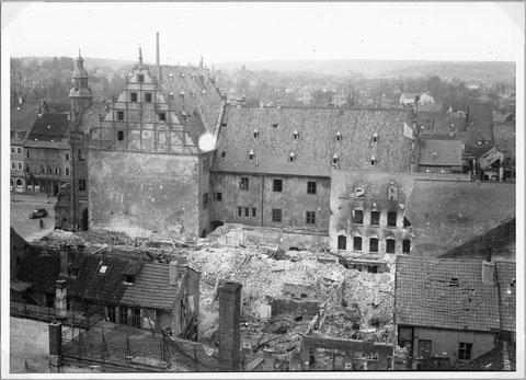 Kriegszerstörungen am Rathaus 1945