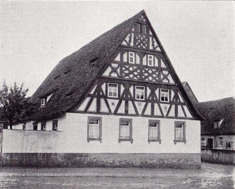 Haus-Nr. 26 - Wohnhaus mit schönen Fachwerkgiebeln aus dem Jahre 1668