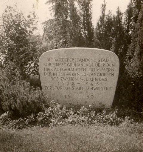 Gedenktafel am Schuttberg in den 1960ern - Danke an Frau Miller