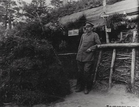 August 1917 – Wald-Stellung – Stützpunkt beim Newda-Fluss – Unterkunft des                Kompanieführers Hauptmann Heimberger