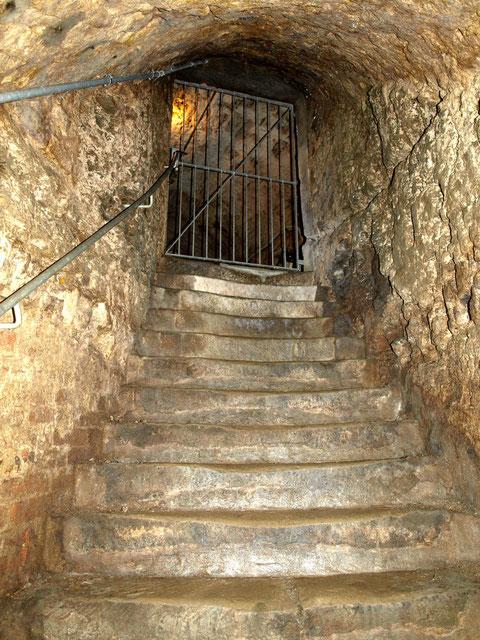 hier endet der unterirdische Gang heute (Unter einem Haus in der Krummen Gasse)