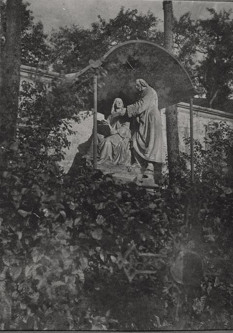 Grabstätte der Familie Sattler im Schloß Mainberg in Vorkriegszeit